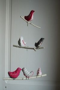 comment faire soi m me un mobile des oiseaux en liberty suspendus sur. Black Bedroom Furniture Sets. Home Design Ideas
