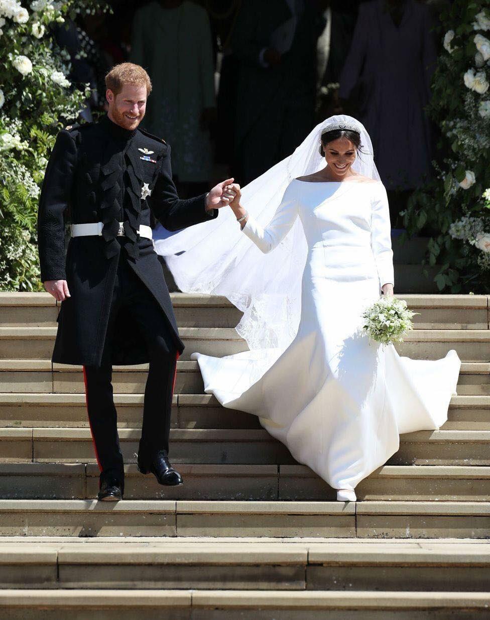Pin By Andrea Bielka On Royal Wedding Duke Harry And Duchess Meghan Of Sussex Meghan Markle Wedding Dress Meghan Markle Wedding Harry And Meghan Wedding