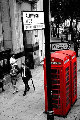 ¡Ven y vive un #BestDay en #Londres! :D Tavisock Square, una plaza con jardín público en Bloomsbury. El elemento central del parque es la estatua de Mahatma Gandhi desde 1968. #OjalaEstuvierasAqui
