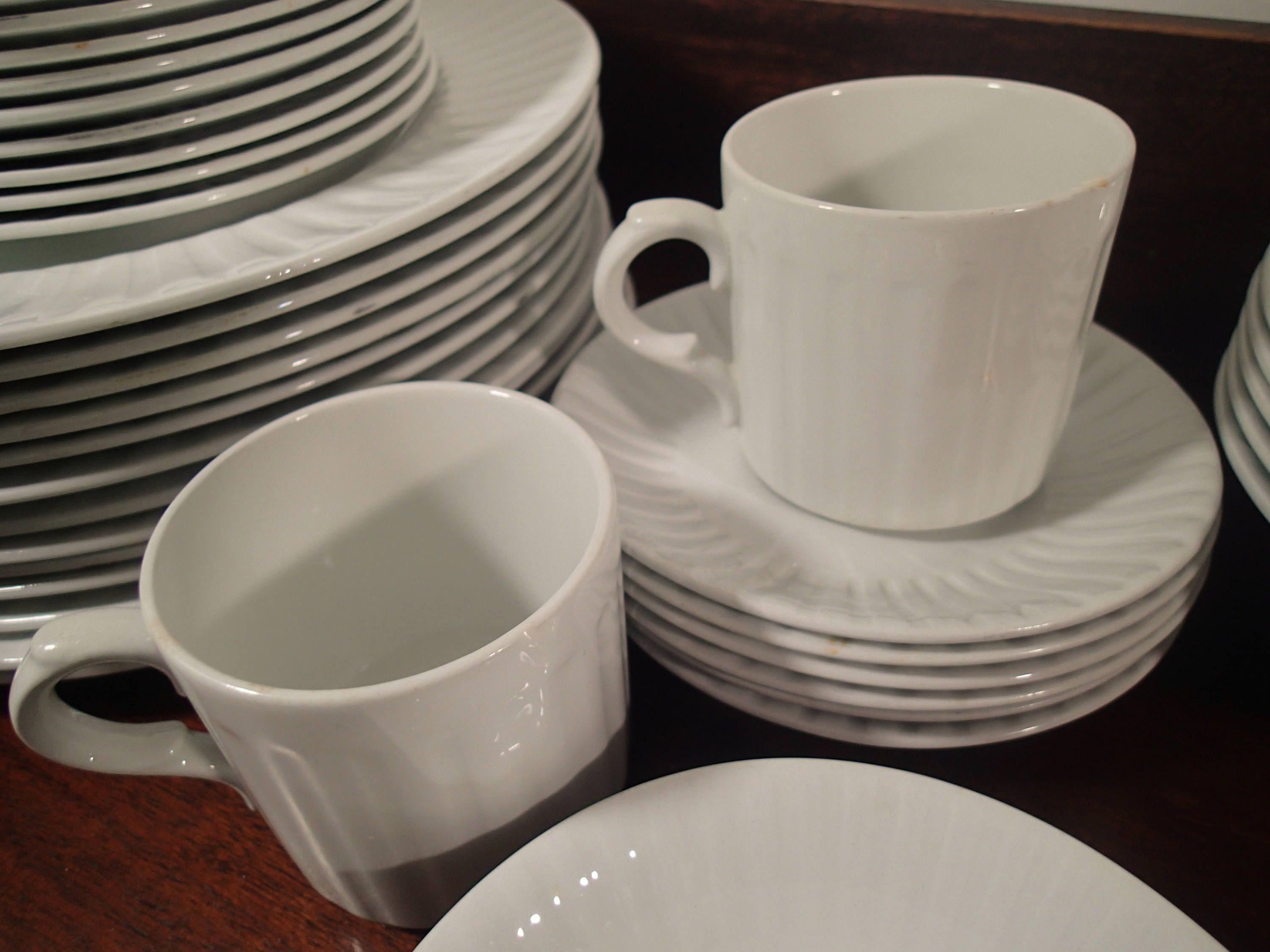 Alfred Meakin Leeds England Dinnerware set Traditional Ironstone 36 piece set Solid White Mid Century ribbed design 1940s 1950s 1960s & Alfred Meakin Leeds England Dinnerware set Traditional Ironstone 36 ...