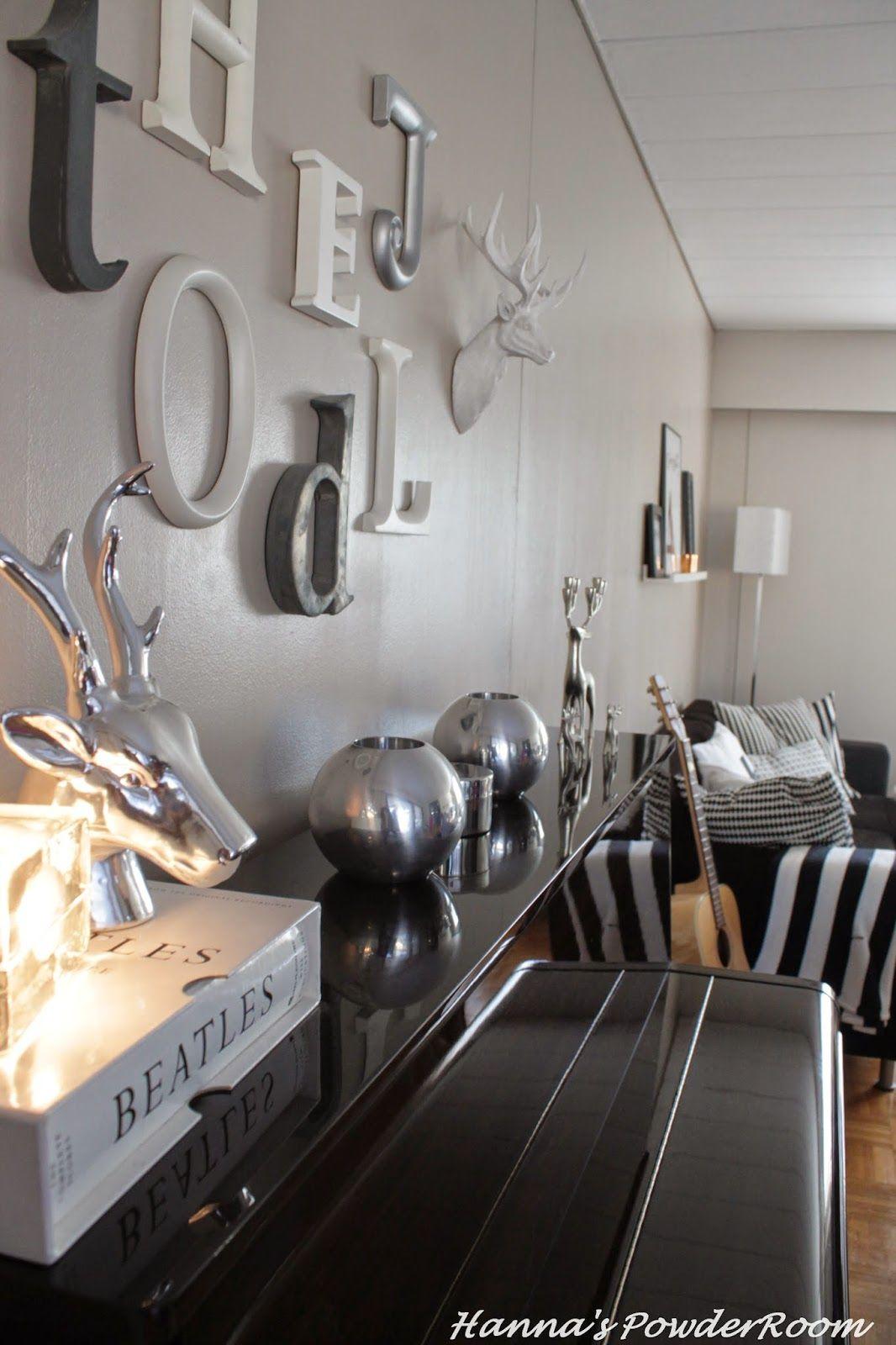 My livingroom Hanna's PowderRoom Blog