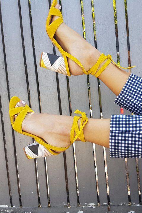 Sandales a lacets jaune moutarde et motifs ethniques Tendance Chaussures  2017, Sandales Jaunes, Sandales