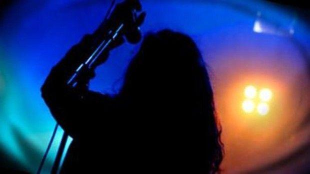 LUONTO - LAULULYRIIKAN EHTYMÄTÖN AARREAITTA Vuosikymmenestä toiseen lauluissa on kuvattu tunne-elämän ylä- ja alamäkiä luonnosta ammentavilla fraaseilla. Mitä tähdillä, pilvillä, tuulella tai esimerkiksi myrskyllä halutaan musiikissa kertoa? Entä onko mikään muuttumassa laululyriikassa? Haastateltavana rap-artisti ja laululyriikoita tutkinut Matti Huhta. Toimittajana Iida Ylinen.
