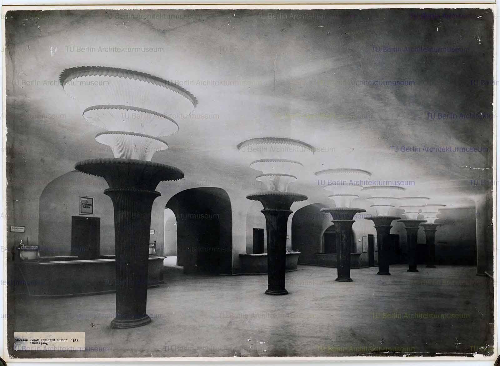 Poelzig Hans  (1869-1936): Großes Schauspielhaus, Berlin ca 1919,Wandelgang.