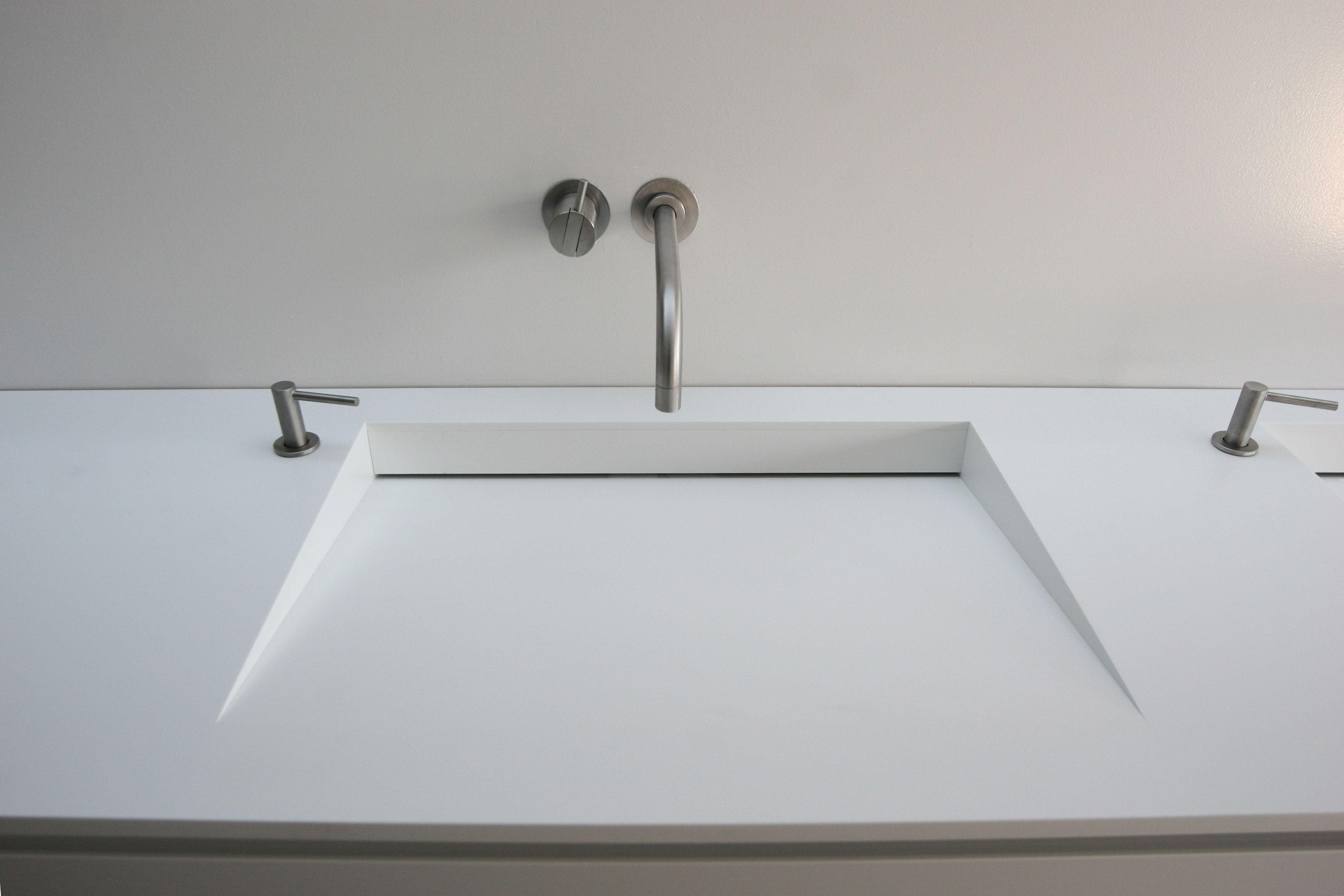 Waschtischabdeckung Mit Becken In Corian Mit Verdecktem Ablauf
