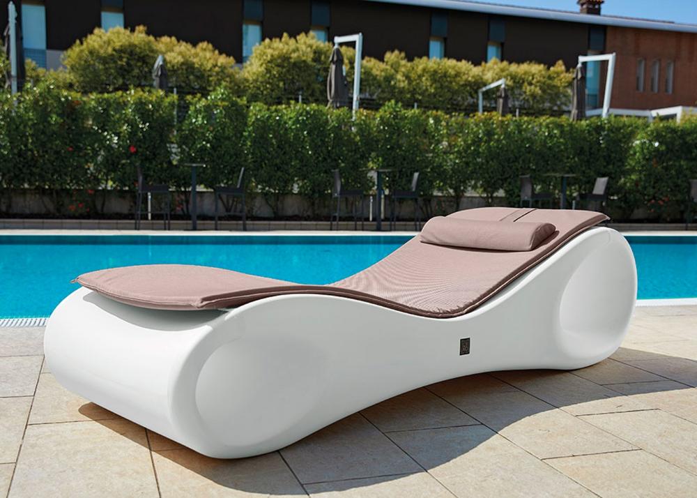 Transat Chaise Longue Design Et Colore Chez Ksl Living En 2020 Chaise Longue Design Transat Chaise Longue Chaise Longue