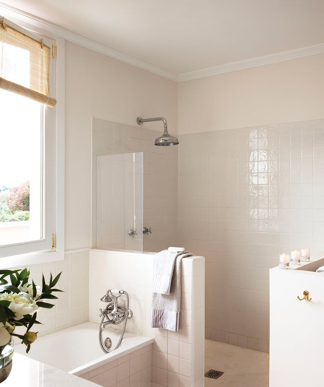Estos baños tienen una obsesión: guardarlo todo | Cocinas ...