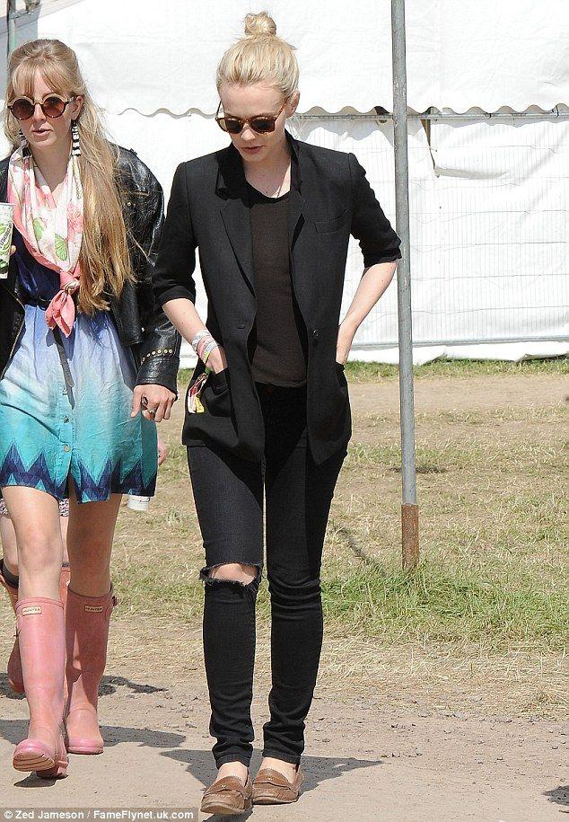 Carey Mulligan. Love the blazer & black on black.
