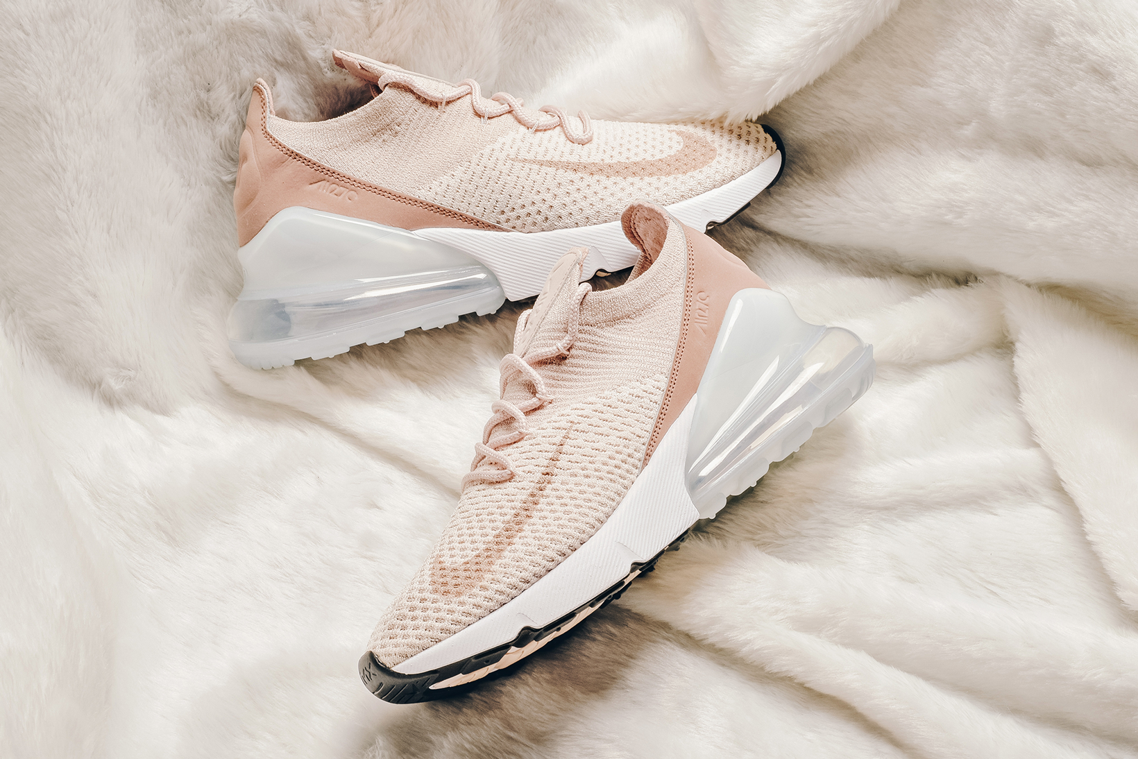 Recoger hojas Tierra mental  Nike Mixes Three Pink Hues on the Air Max 270 | Nike air max, Sneakers  fashion, Vans shoes women