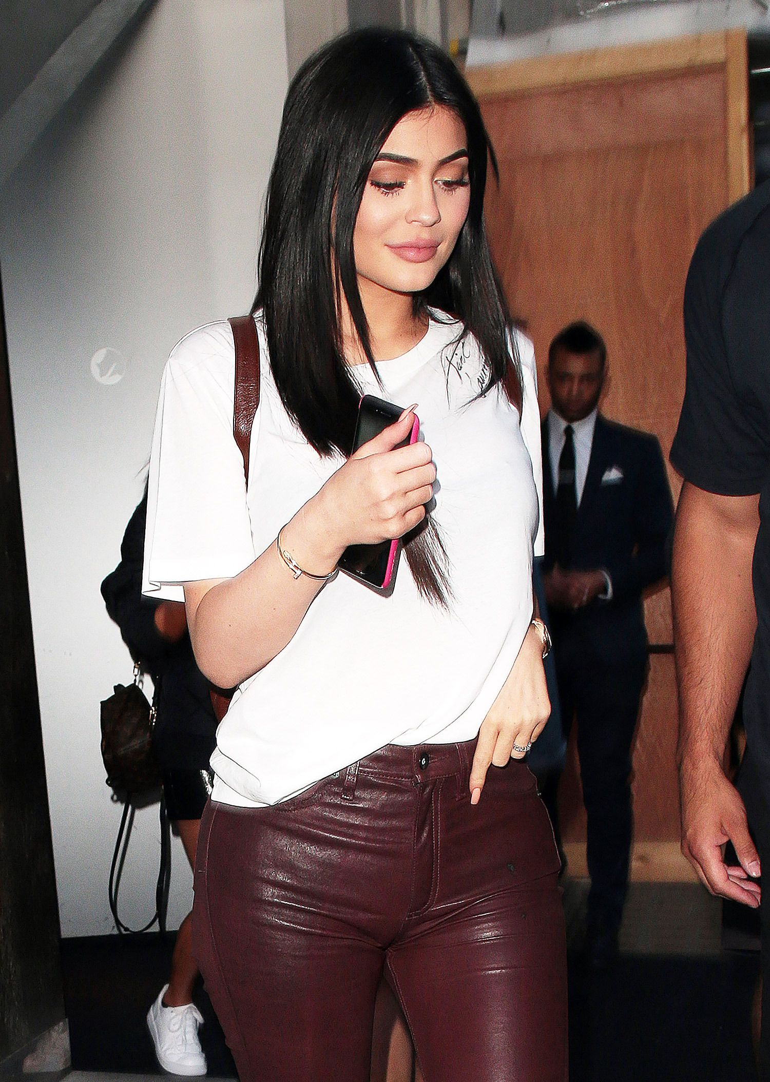 See How Kylie Jenner Has Been Hiding Her Growing Baby Bump recommend