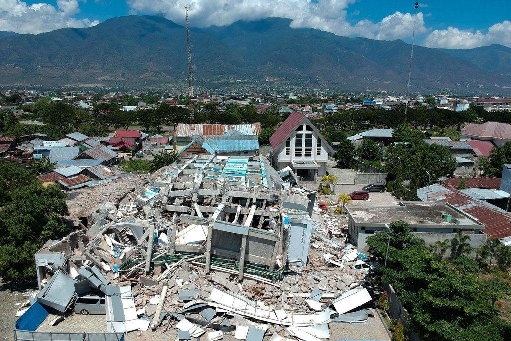 Indonesia Tsunami Death Toll Climbs Above 800 Indonesia