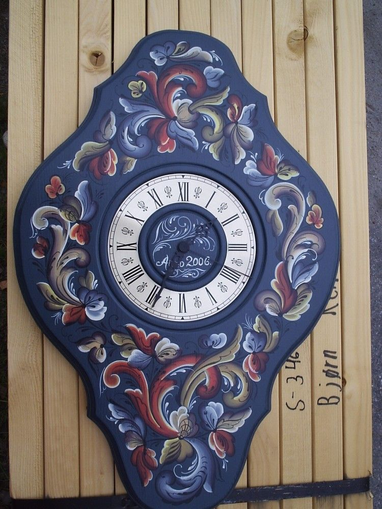 beautiful clock, rosemaling by Rune Nesher