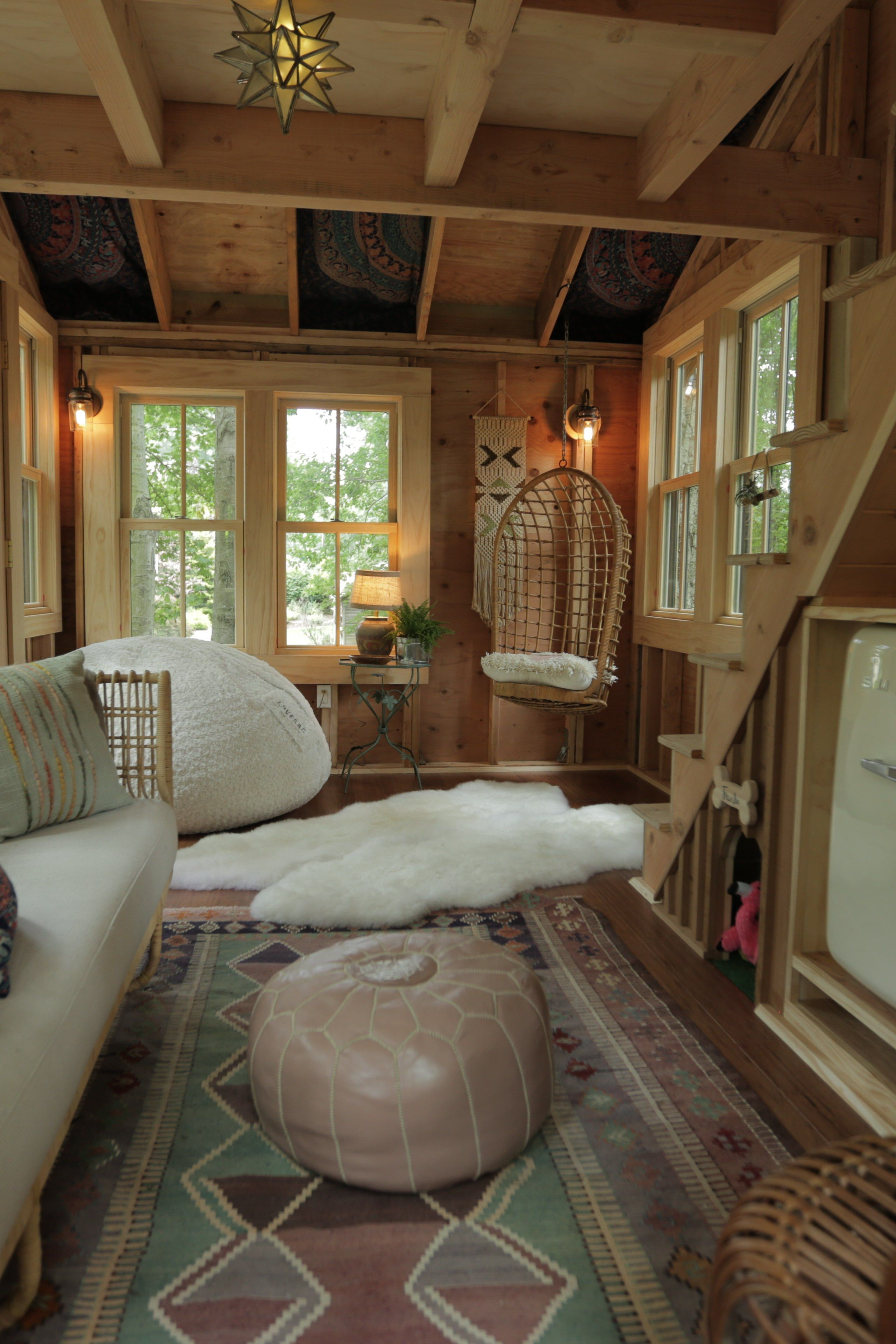 Grace Vanderwaal S New Treehouse Is Nicer Than My Actual House Tree House Interior Tiny House Design House Interior
