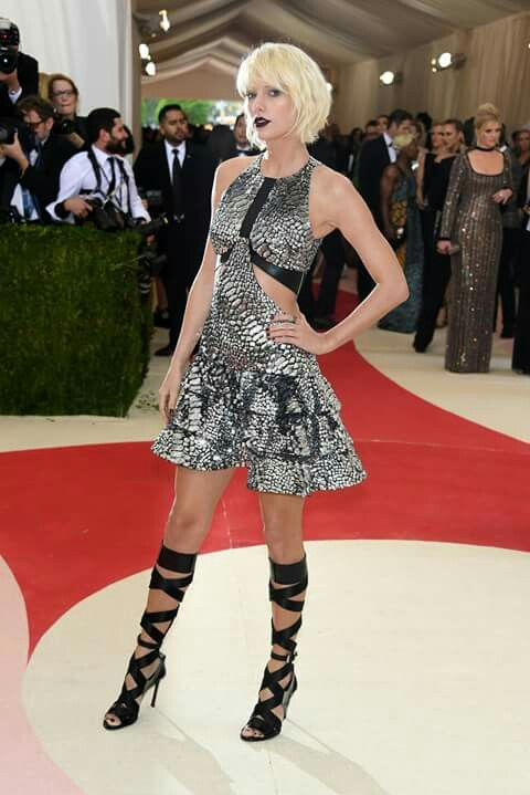 Tailor swift en Louis Vuitton