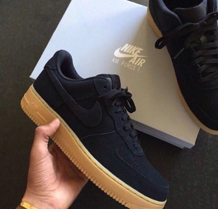 air force 1 negras marrones