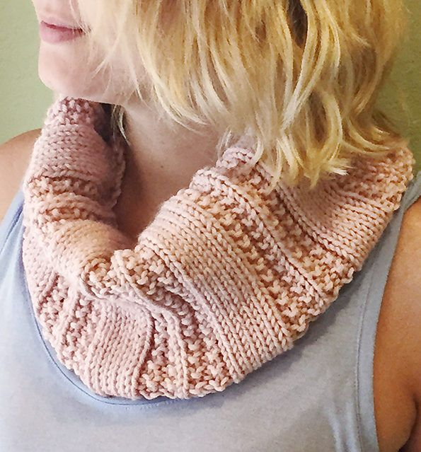 Simple Knit Cowl Pattern : Free Knitting Pattern for 2 Row Repeat Knit Purl Textured Cowl - Easy cowl kn...