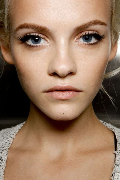 Perfect makeup. Clean skin, pale lips. Slight doe eye effect, I'd just add more rosey blush.