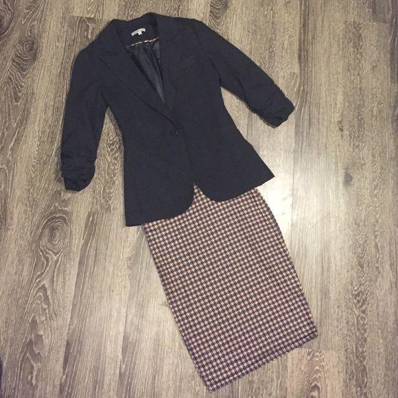 HP Herringbone skirt Super flattering fit, still looks new! Boohoo Skirts Midi