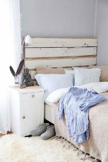 diy d co pour fabriquer une t te de lit en palette papier de verre tasseau et les couleurs pastel. Black Bedroom Furniture Sets. Home Design Ideas