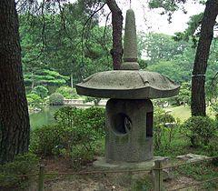 Imagen de http://upload.wikimedia.org/wikipedia/commons/thumb/9/9d/HiroshimaShukkeienYokihiLantern7331.jpg/240px-HiroshimaShukkeienYokihiLantern7331.jpg.