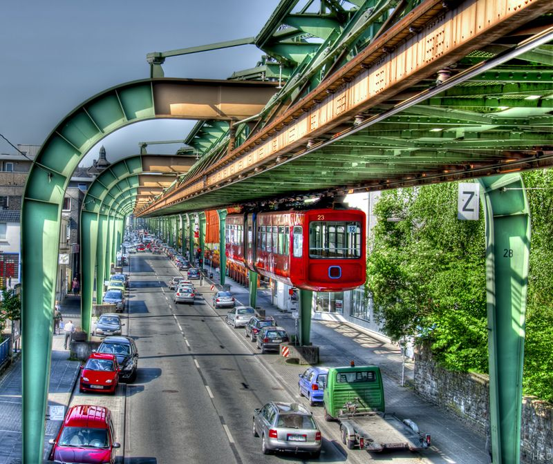 omg-facts-hanging-train-हैंगिंग ट्रैन