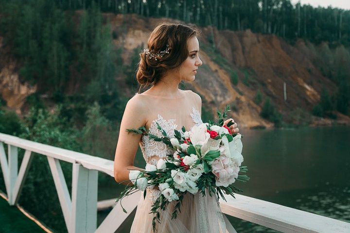 Beige wedding dress for beach wedding | fabmood.com #wedding #weddingcolor #beachwedding #weddingdress #beigewedding