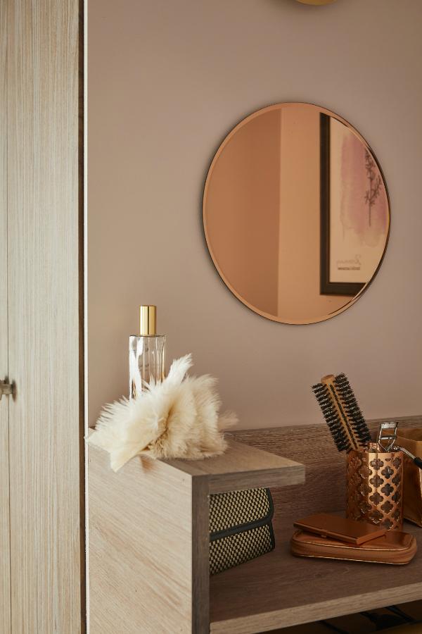 Un Dressing Dans Le Couloir Miroir Miroir Design Et Miroir Cuivre