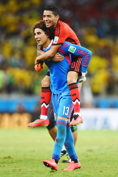 Guillermo Ochoa Of Mexico After Playing Miraculous As Goalie Against Brazil Not Allowing Any Goals At 2014 World World Cup Good Soccer Players Mexico Soccer