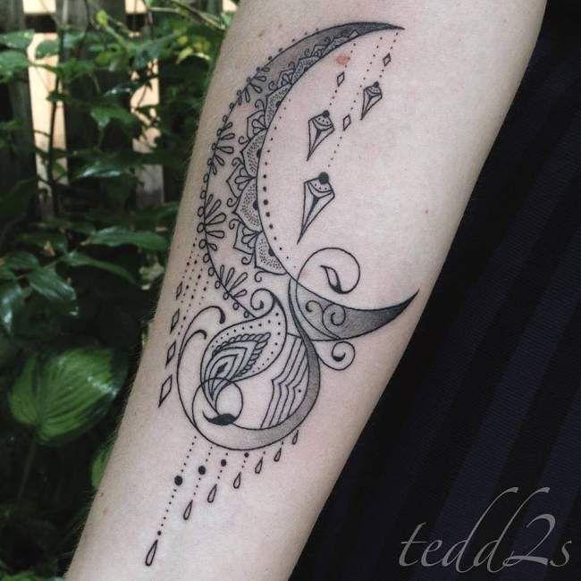 tatouage de femme tatouage lune noir et gris sur bras. Black Bedroom Furniture Sets. Home Design Ideas