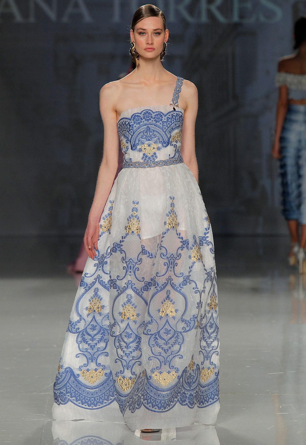 Tienda de vestidos de fiesta y madrina Ana Torres colección 2018 modelo 18121A en Eva Novias