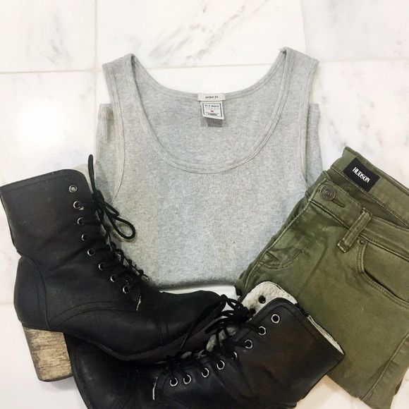 •clearance• basic grey tank Staple basic! Perfect for layering. (Jeans and booties not for sale) Old Navy Tops Tank Tops