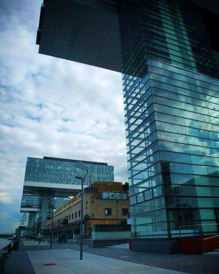 #kranhäuser #koeln #rheinauhafen #köln #cologne #thisiscologne #rheinufer by cologne.liebe.deine.stadt #haxenhaus #people #food