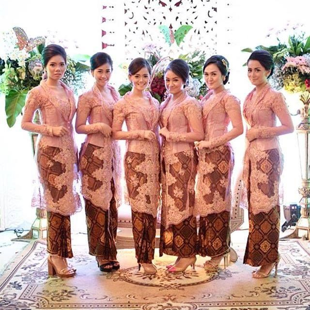 Contoh Model Kebaya Broklat Dengan Rok Batik Panjang Batik Kebaya