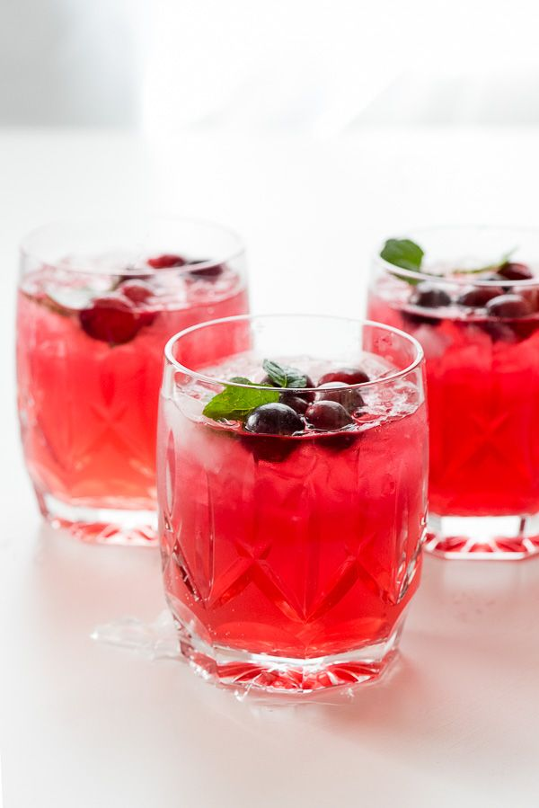 Sparkling Cranberry Vodka Punch #vodkapunch