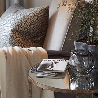 """46 """"Μου αρέσει!"""", 1 σχόλια - Louise Bradley (@louisebradleyinteriors) στο Instagram: """"#louisebradleyinteriors  #texture #interiordesign #styling  #luxurylife #mirrorsidetable…"""""""