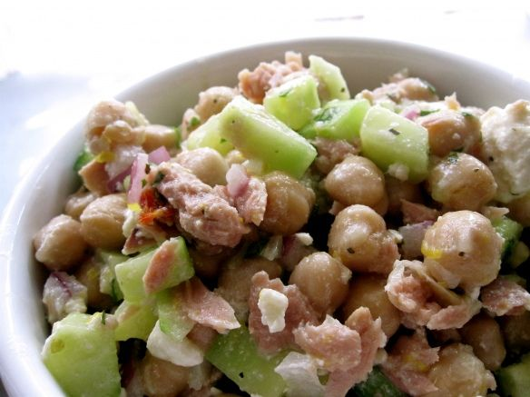Mediterranean Tuna Salad! Looks so yummy! Can't wait to try this one (and I don't even like Tuna!!) =)