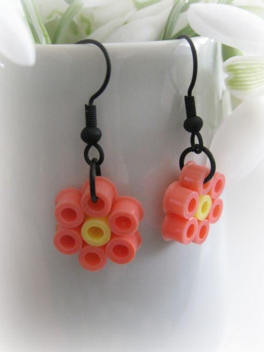 bijou facile r aliser en perles repasser boucle d 39 oreille diy hama earrings pinterest. Black Bedroom Furniture Sets. Home Design Ideas