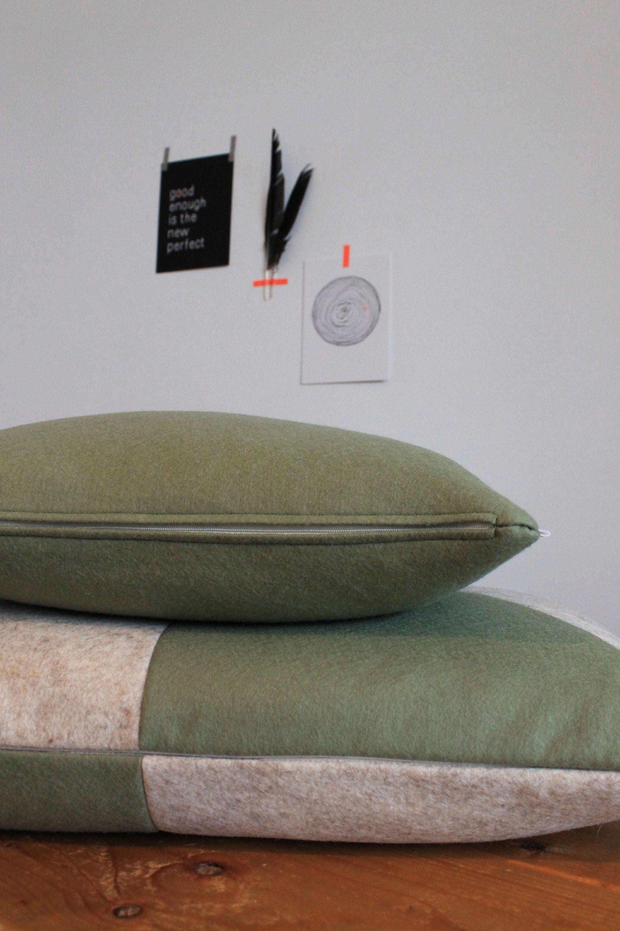 Uitzonderlijk Kussen vilt - grafisch olijf/zand. http://www.studiovixx.nl  WW17