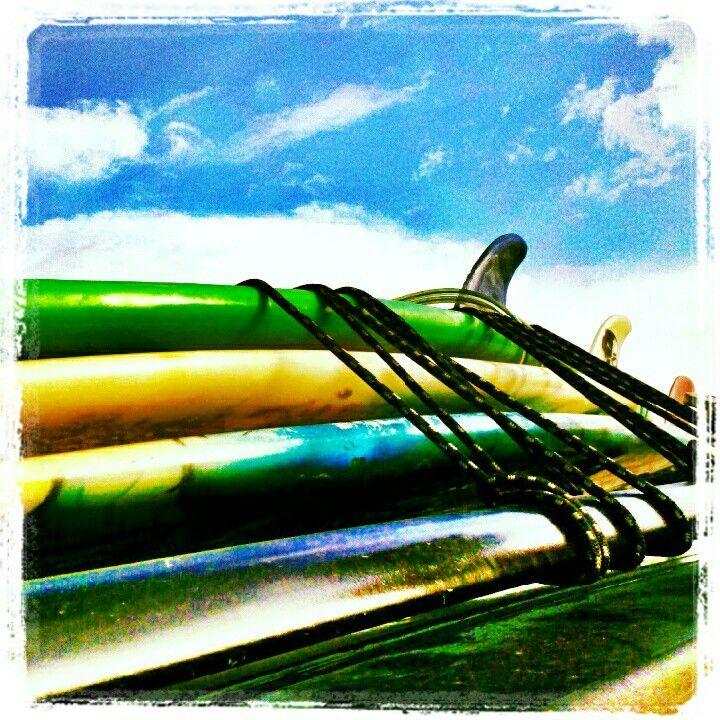 Tablas de surf sobre el carro, playa los cocos la Guaira Venezuela