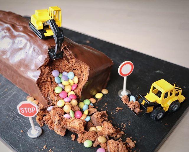 Cakeconomics (@cakeconomics) ��� meine pers繹nliche Baustelle diese Woche: Schokokuchen. Sobald ich mein Lieblingsrezept gefunden habe, teile ich es mit euch. #constructionzone #cake #baustelle #bagger #kuchen #schokoladenkuchen #schoggicake #schokokuchen #kastenkuchen #smarties #chocolatecake #kidscake – Food