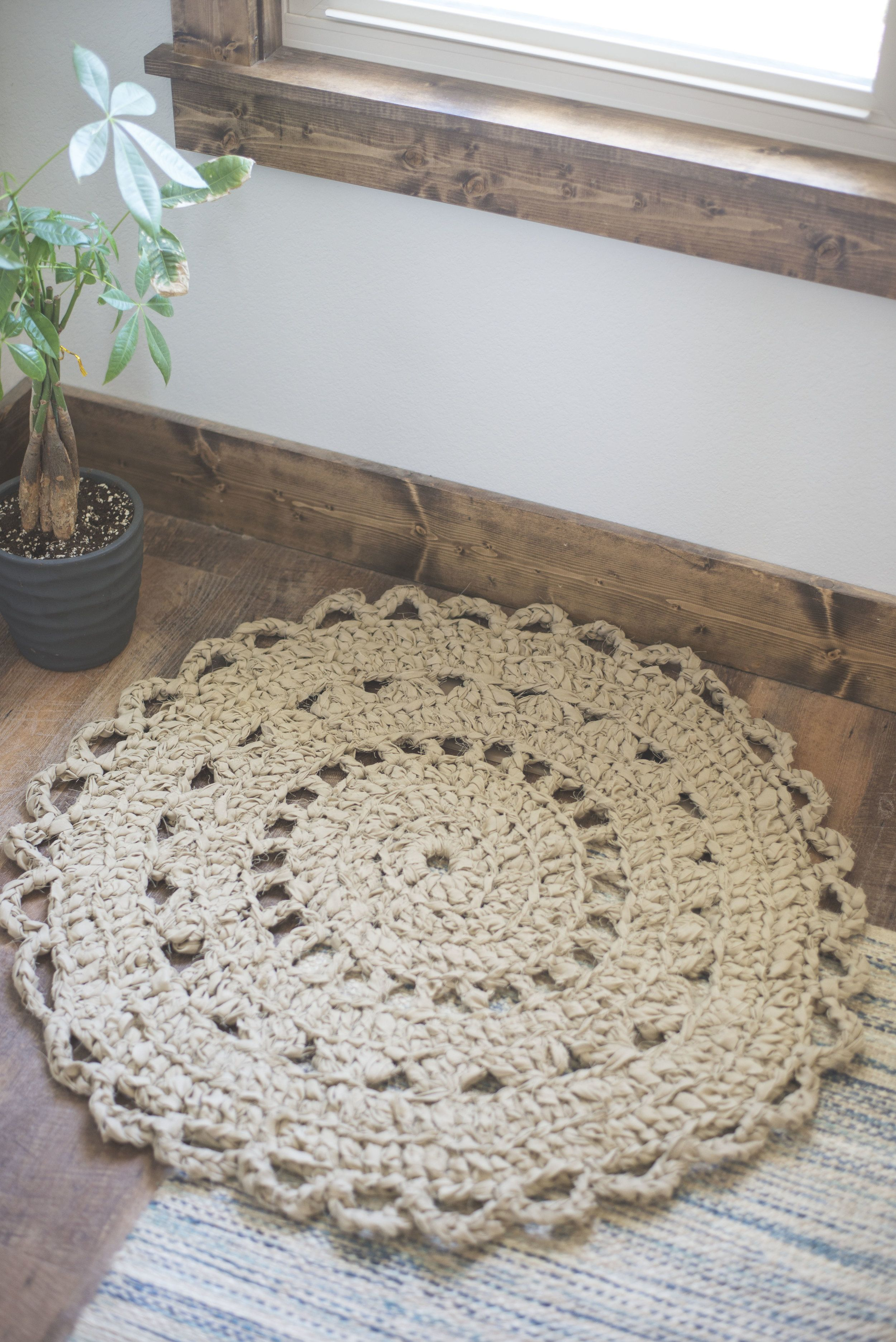 crochet rug pattern made from bed sheets. love the rustic, shabby ...