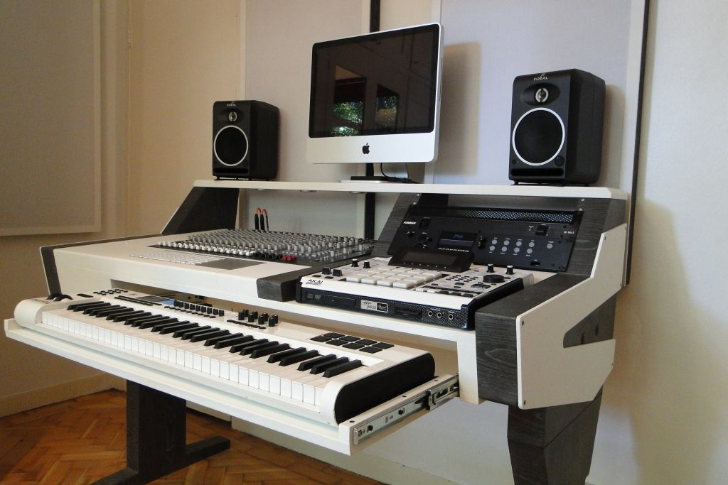 Diy Fully Custom Built Studio Desk B W Gearslu In 2020 Home Studio Desk Music Studio Room Studio Desk Music