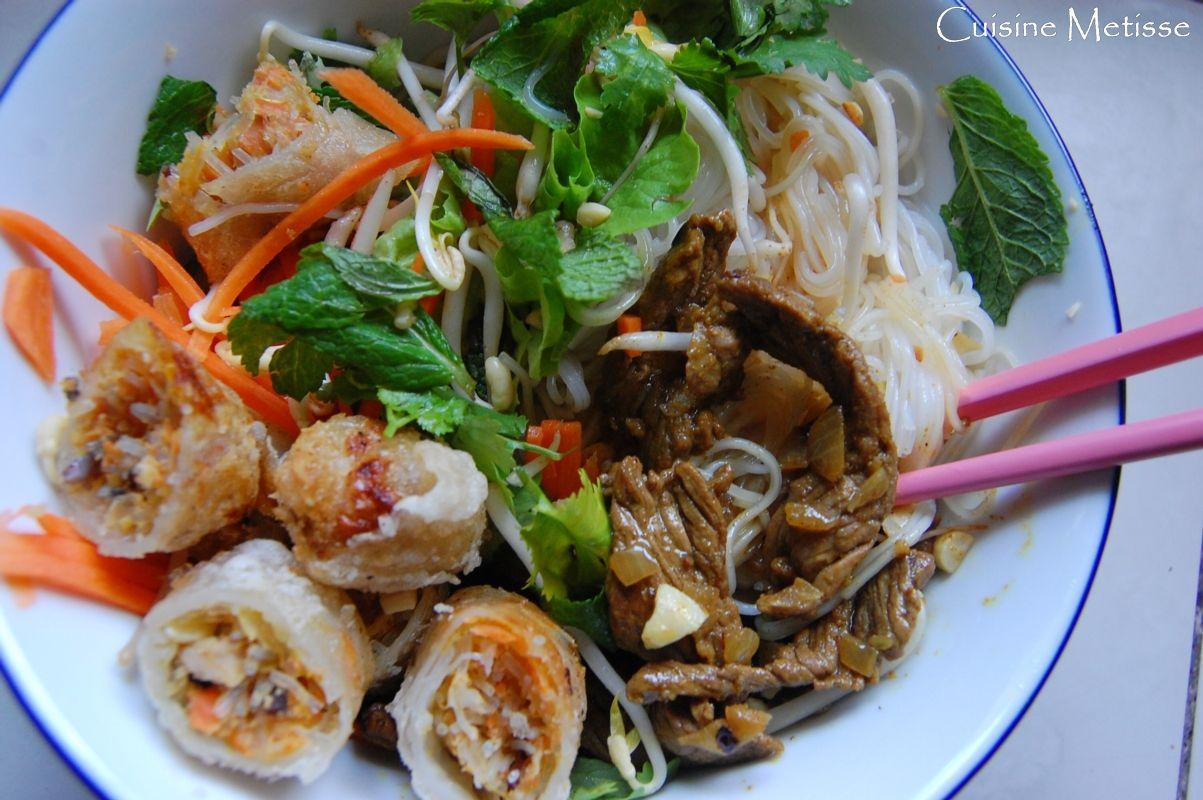 Populaire Bo Bun, salade aux nems et rumsteack | Cuisine et gastronomie [à  VC18