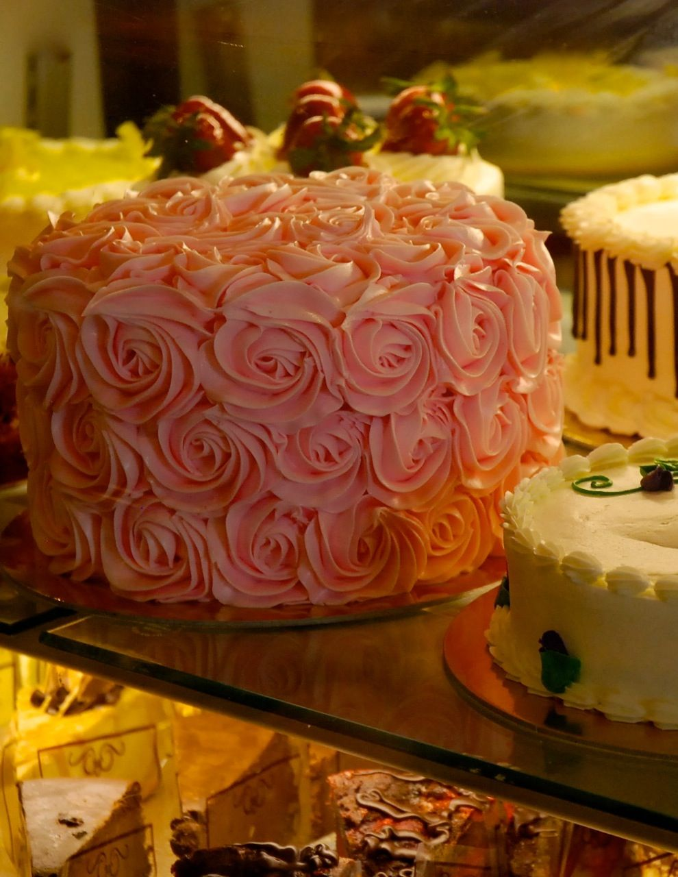 Spectacular Spectacular rose decorated cake for sale at Schat's Bakery in Ukiah, California Zippertravel.com Digital Edition