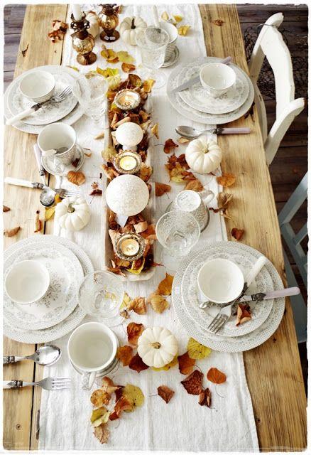 """herbstlich gedeckter Tisch mit dem Geschirr """"Stephanie warm grey"""" von Greengate"""