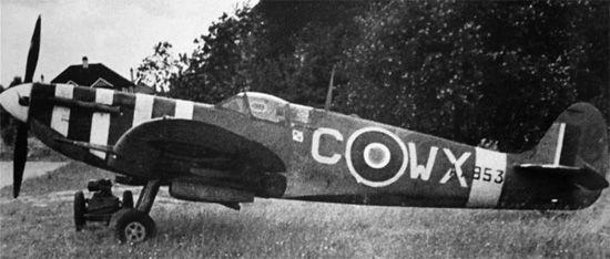 Supermarine Spitfire Mk VB, AA853, WX-C, 302 (Polish