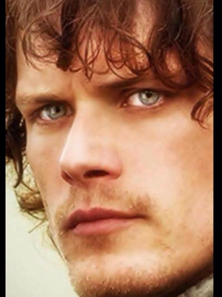 Sometimes those eyes can be piercing!  Still our gorgeous Jamie so well acted by Sam!!