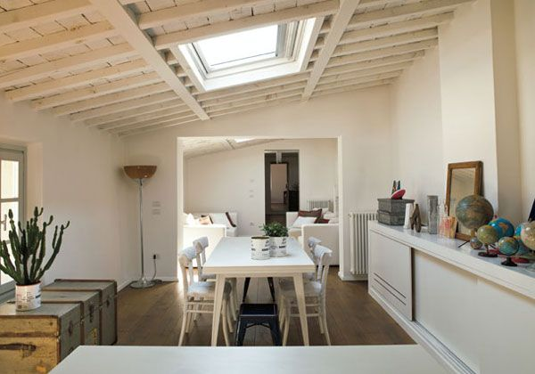 Lo studio toscano B-arch firma il progetto di recupero del sottotetto di un antico palazzo a Prato.