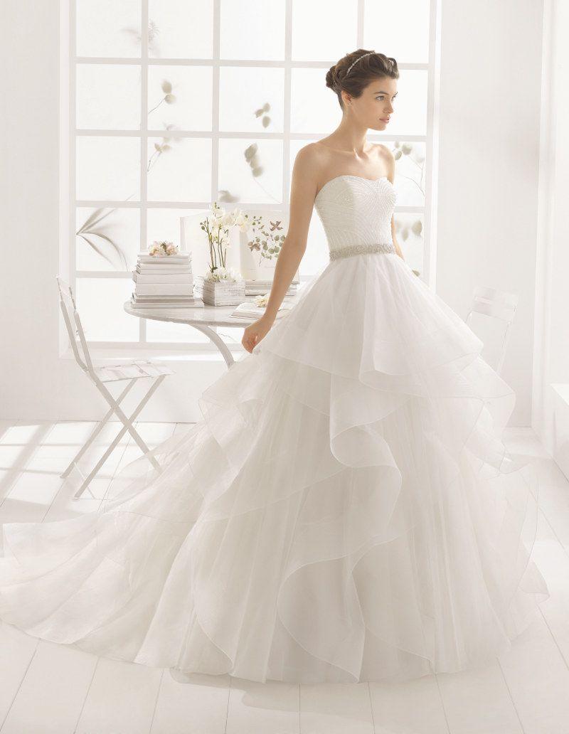 Zartes Prinzessin Brautkleid von Rosa Clara. Mehr Infos unter http ...