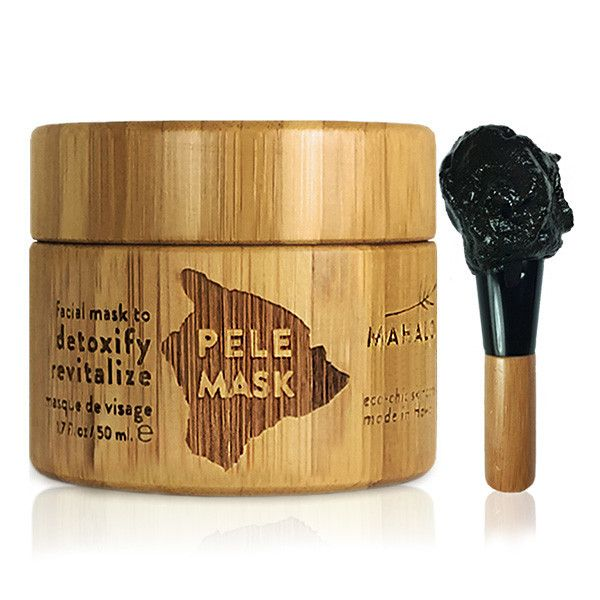 MAHALO Pele Mask is a concentrated, intelligently detoxifying bioactive mask that transforms problem, tired skin to unveil glowing, paradise-radiant complexion. Activated by water, this astute formula metamorphs from dull powder to satiné noir mousse, swelling and sizzling as it brings to life the luxurious botanicals.